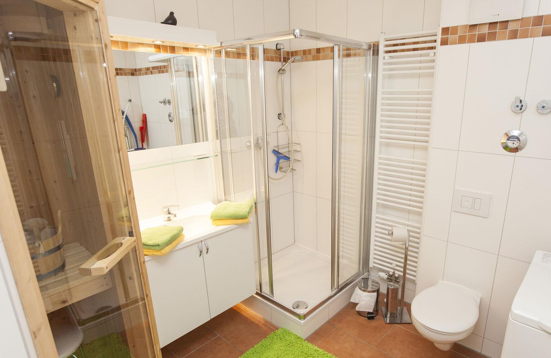 badezimmer mit sauna und whirlpool ~ raum haus mit interessanten ideen - Badezimmer Mit Sauna Und Whirlpool