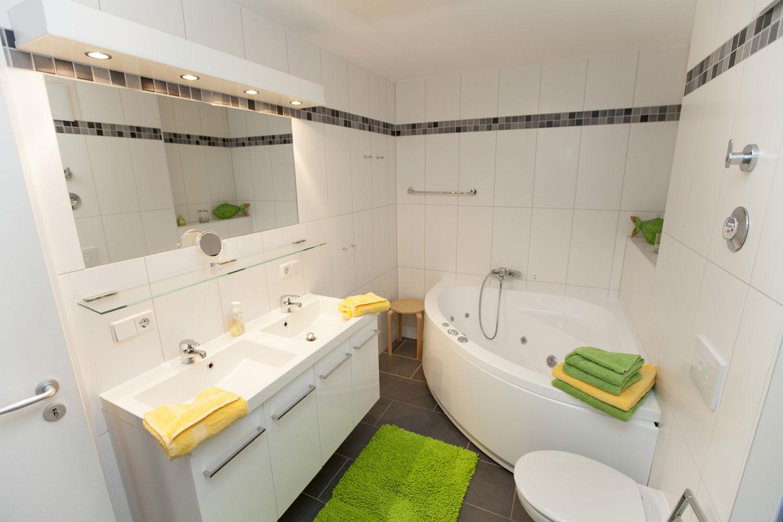 badezimmer mit sauna und whirlpool | migrainefood | churchwork.info - Badezimmer Mit Sauna Und Whirlpool